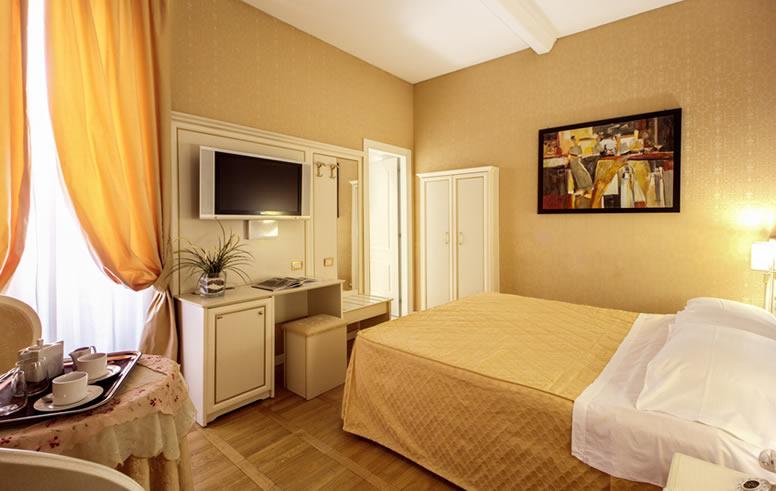 Camera Matrimoniale 14 Mq.Suite Con Terrazzo Private E Vista Su Roma Relais Fontana Di